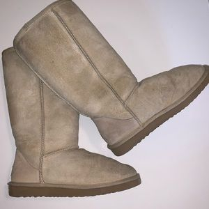 UGG Boots in Taupe Suede, Sz 7